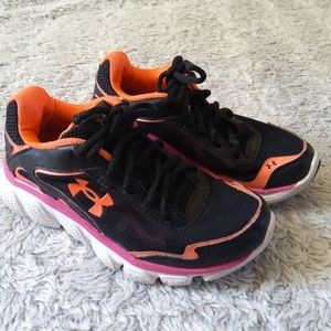 Under Armour Girls Size 13.5 Sne